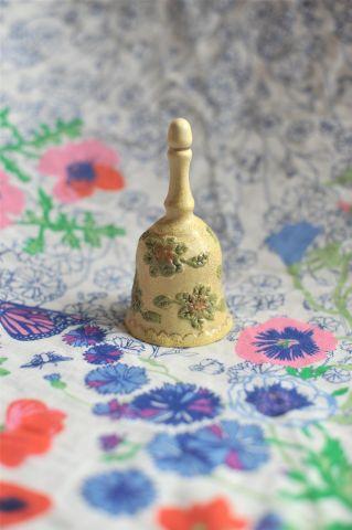 колокольчик с зелеными цветочками