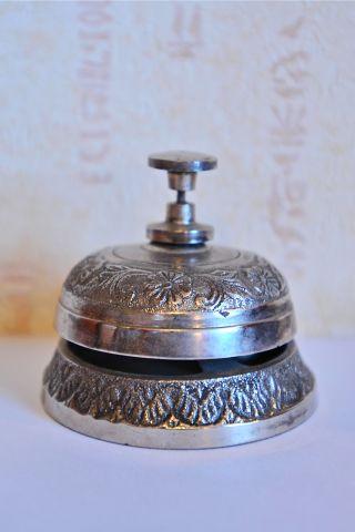 Настольный колокольчик серебристый